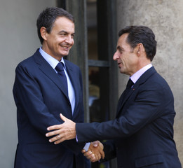 France's President Sarkozy shakes hands with Spain's Prime Minister Rodriguez Zapatero at the Elysee Palace in Paris