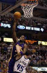 LAKERS O'NEAL TAKES SHOT VS MAVERICKS.