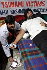 A Kashmiri Sikh activist donates blood in Srinagar for the tsunami survivors in Asia.