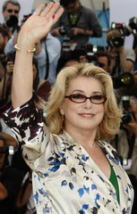 """Cast member Catherine Deneuve waves at a photocall for the film """"Je Veux Voir"""" in Cannes"""