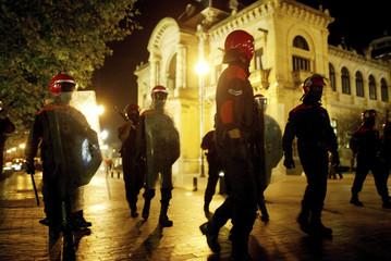 Masked policemen approach banned demonstration in San Sebastian