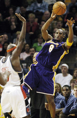 Lakers Bryant is trapped by Bobcats during upset in Charlotte