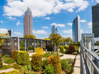 Frankfurt am Main, der Skyline Garden auf dem Dach der Skyline plaza. April 2017.