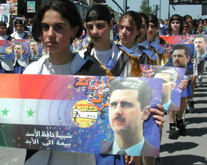 JUNG SYRIANS CARRY THE PORTRAIT OF BASHAR AH-ASSAD AHEAD TO THE BURIAL OF THE LATE SYRIAN PRESIDENT ...