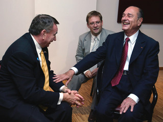 FRENCH PRESIDENT JACQUES CHIRAC MEETS U.S. SECRETATY OF HEALTH ANDHUMAN SERVICES TOMMY THOMPSON IN PARIS.