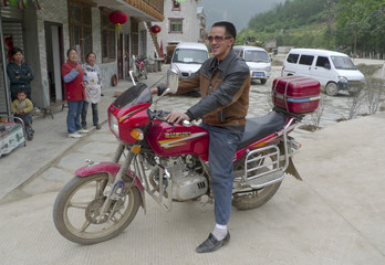 Picture 4 of 4 -  Xu Maojun, one year after the Sichuan earthquake