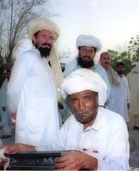 AFGHAN WORKER LISTEN NEWS IN AL-AIN UAE.