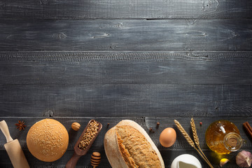 Photo sur Plexiglas Boulangerie bread and bakery products on wood