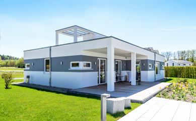 Einfamilienhaus, Bungalow mit Terrasse