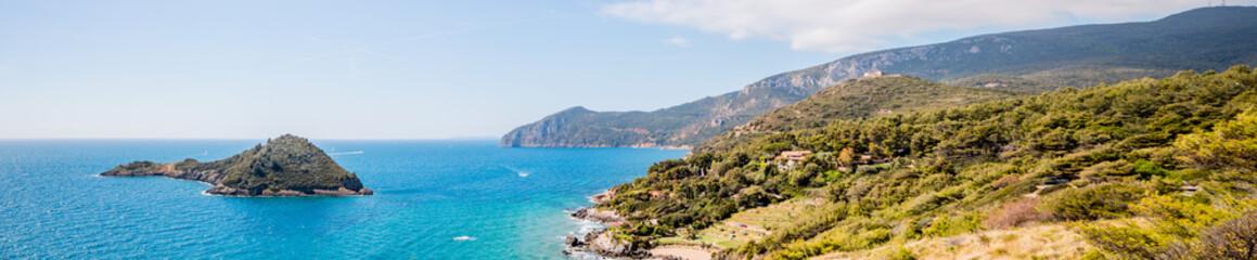 Panorama depuis la presqu'ile du Mont Argentario en Toscane