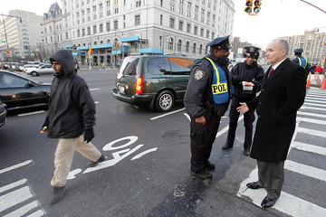 Police Commissioner Kelly talks to police officer at the entrance to the Brooklyn Bridge in New York