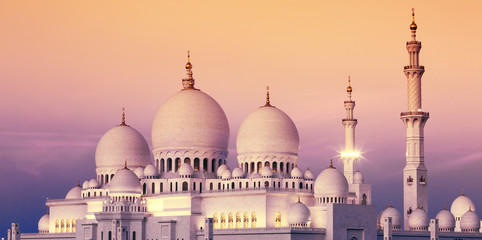 Photo sur Aluminium Abou Dabi Abu Dhabi Sheikh Zayed Mosque at sunset