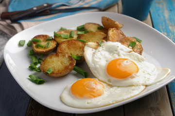 Fried eggs with potato