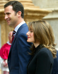 SPANISH CROWN FELIPE AND FIANCEE LETICIA ORTIZ ARRIVE FOR MASS AT MALLORCA'S CATHEDRAL.