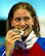 BRITAIN'S KATY SEXTON BITES ON HER SILVER MEDAL AFTER THE 100 METREBACKSTROKE FINAL AT THE WORLD ...