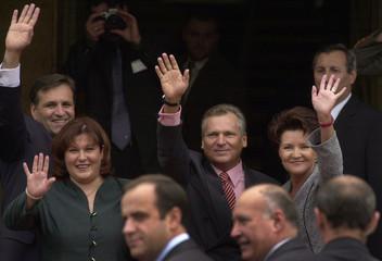 MACEDONIAN PRESIDENT TRAJKOVSKI AND HIS WIFE TOGETHER WITH POLISHPRESIDENT KWASNIEWSKI AND HIS ...