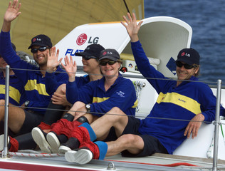 BRITISH ACTOR JEREMY IRONS WAVES FROM THE DECK OF LG FLATRON ON WAY TO SECOND PLACE IN FOURTH LEG ...
