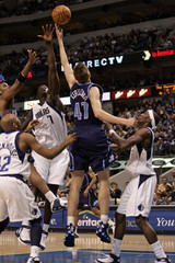 tah Jazz forward Andrei Kirilenko (3rd L)battles Dallas Maverick center DeSagana Diop (2nd L) beside Mavericks Jerry Stackhouse (L) and Josh Howard (R) in the third quarter of their NBA game at Dallas, Texas