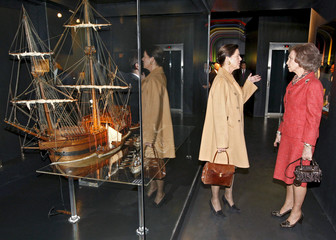 Princess Caroline of Hanover speaks to Spain's Queen Sofia during their visit to the Aquarium in San Sebastian