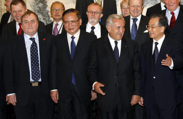 Chinese Premier Wen Jiabao poses with politicians and diplomats from the European Union in Beijing