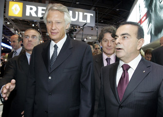 France's Prime Minister Villepin visits Renault stand with Chief Executive of Renault and Nissan Ghosn during inauguration of Paris Mondial de l'Automobile