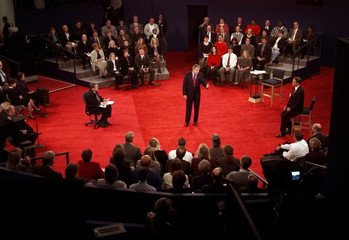 TEXAS GOVERNOR GEORGE W BUSH DEBATES VP AL GORE.