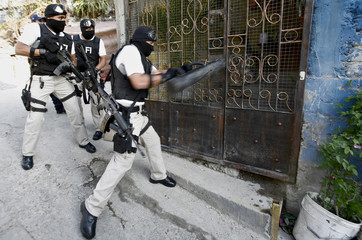 Officers from Mexico's AFI take part in an anti-narcotics operation in Mexico City
