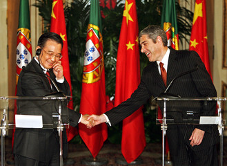 Portugal's PM Socrates and China's counterpart Wen shake hands during joint news conference in Portugal