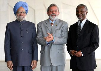 Brazil President Lula da Silva poses with India PM Singh and South Africa President Thabo Mbeki, before their meeting at Itamaraty Palace in Brasilia