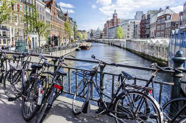 Ponte sul canale ad Amsterdam.