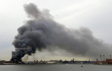 Thick smoke rises from a fire at a waterfront warehouse in Brooklyn, New York, May 2, 2006. The blaz..