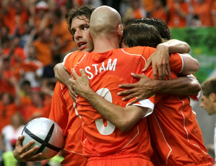 NETHERLANDS' VAN NISTELROOY CELEBRATES WITH TEAM-MATES DURING THEIR EURO 2004 GROUP D MATCH IN BRAGA.