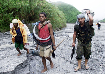 FILIPINO SOLDIER AND AETAS LABORERS HEAD TO MOUNT PINATUBO.