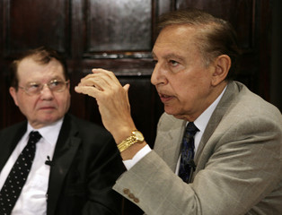 Dr. Robert Gallo and Dr. Luc Montagnier, co-discovers of the Human immunodeficiency virus (HIV), hold a news conference at the National Press Club in Washington