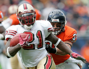 49ers running back Frank Gore breaks away from Bears safty Mike Brown in Chicago
