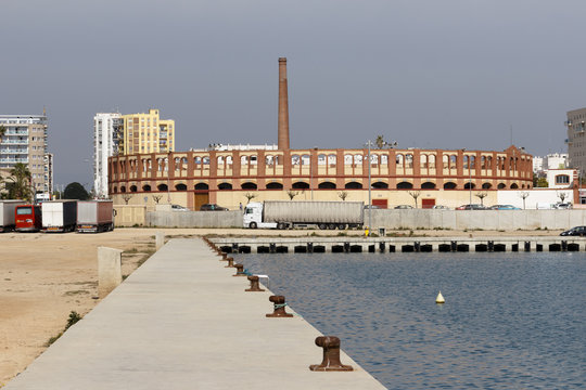 Plaza de toros junto a puerto