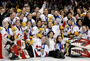 FULL CANADIAN WOMENS HOCKEY TEAM CELEBRATE GOLD MEDAL.
