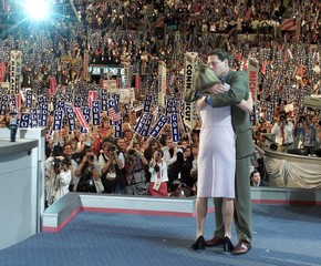 VICE PRESIDENT AL GORE HUGS DAUGHTER ON PODIUM AT CONVENTION.