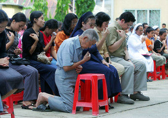 Indonesians attend mass to pray for victims of quake and the Pope in Nias.