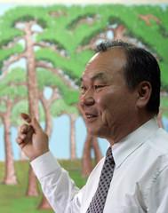 South Korean painter Lim explains how his pine tree pictures tempt sparrows in Seoul