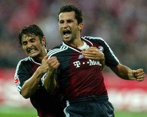 SALIHAMIDZIC AND LIZARAZU OF FC BAYERN MUNICH CELEBRATE GOAL AGAINSTTSV 1860 MUNICH DURING GERMAN ...