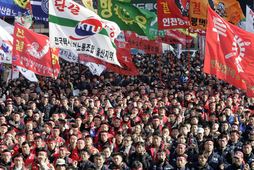 Workers from the Federation of Korean Trade Unions chant slogans at a rally in Seoul
