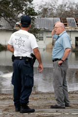 Sheriff's deputy talks to resident who tried to return after Hurricane Rita in Hackberry