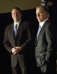 AL GORE AND HOWARD DEAN AT CAMPAIGN EVENT IN NEW YORK.
