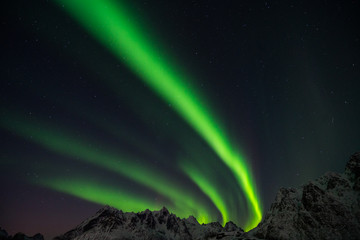 Perfect northern lights behind mountains in Norway