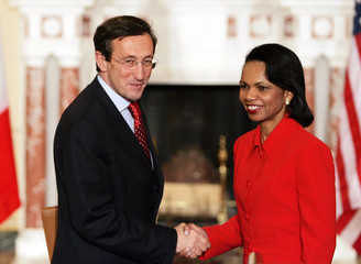 US Secretary of State Rice shakes hands with Italian Minister of Foreign Affairs Fini in Washington