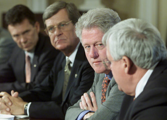 PRESIDENT CLINTON MEETS CONGRESSIONAL LEADERS.