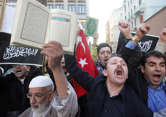 Muslim demonstrators protest in Vienna's centre