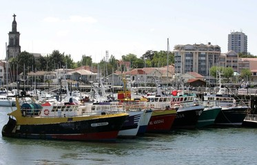 French fisherman use their trawlers to blockade the port at Arcachon