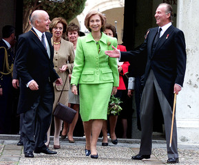 SPANISH KING JUAN CARLOS, QUEEN SOFIA AND CHILEAN EDWARDS SMILE AFTER CEREVANTES' CEREMONY.